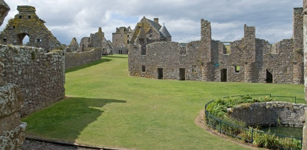 Dunnottar Castle, walls and yard