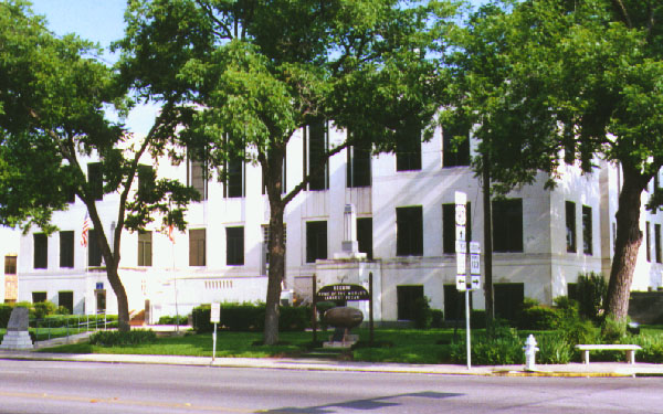 https://www.freefunguides.com/wp-content/uploads/2020/08/seguin-courthouse.jpg
